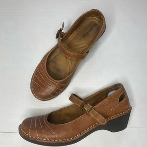 Naturalizer tan leather Mary Jane shoes